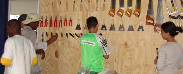 A oportunidade de trabalhar a madeira com arte